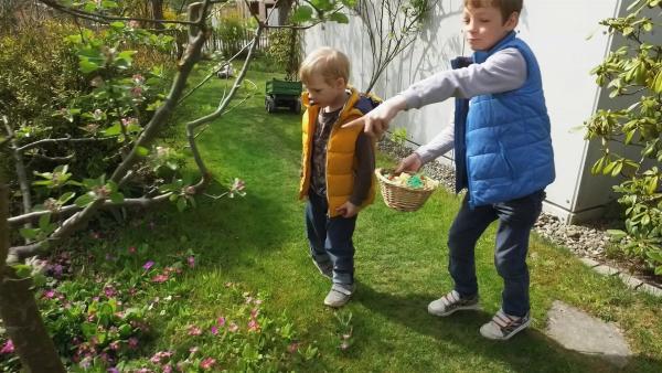 Tomke und Quinn suchen Ostereier. | Rechte: KiKA/Motion Works GmbH