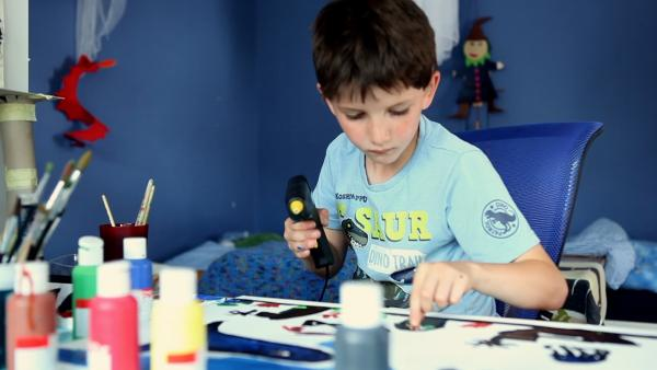Christoph beim malen | Rechte: KiKA/Motion Works GmbH