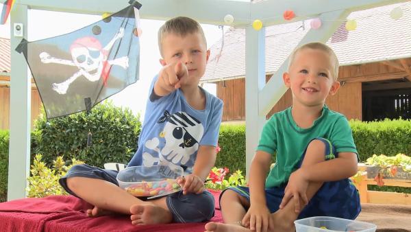 Paul und Timo auf ihrer Deckenhöhle. | Rechte: KiKA/Motion Works GmbH