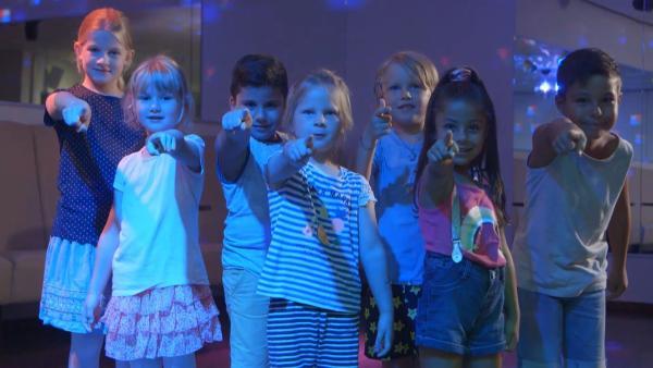 Die Kinder tanzen. | Rechte: KiKA/Motion Works GmbH