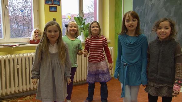 Die fünf Freundinnen spielen gern Tunnelhasche. | Rechte: KiKA/Motion Works GmbH