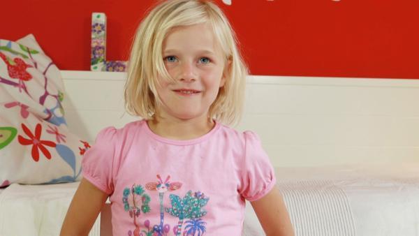 Lina freut sich über ihr Bild. | Rechte: KiKA/Motion Works GmbH