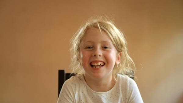 Ein Mädchen sagt einen Zungenbrecher auf. | Rechte: KiKA/Motion Works GmbH