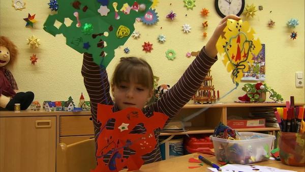 Sophie zeigt ihre Sterne. | Rechte: KiKA/Motion Works GmbH