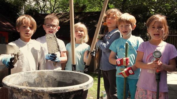 Die Kinder nach dem Betonieren | Rechte: KiKA/Motion Works GmbH