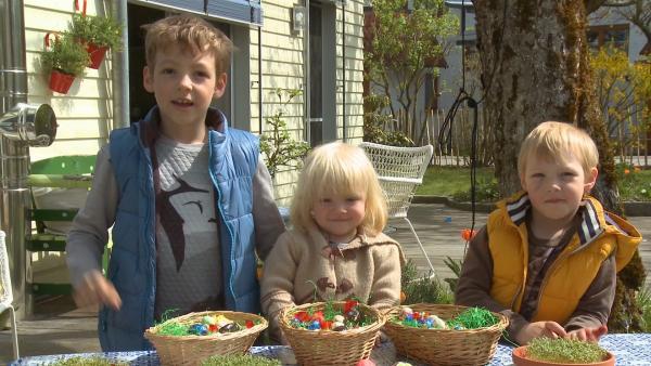 Tomke, Nelly und Quinn beim Osternester suchen. | Rechte: KiKA/Motion Works GmbH