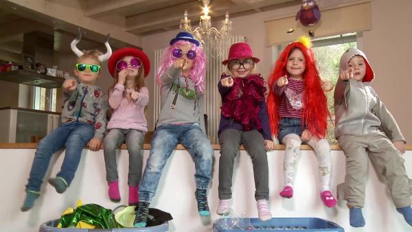 Die verkleideten Kinder. | Rechte: KiKA/Motion Works GmbH