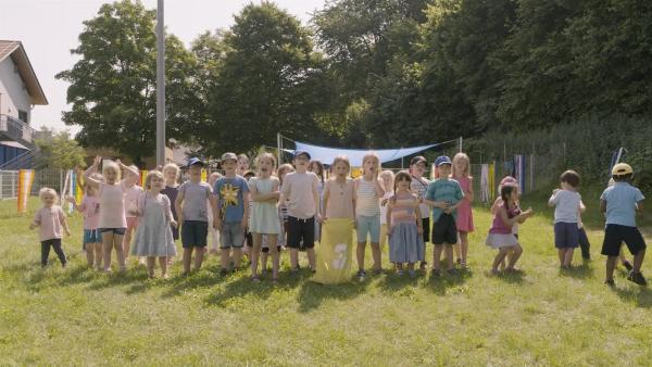 Die Kinder freuen sich auf das Kindergartenfest. | Rechte: KiKA/Motion Works GmbH