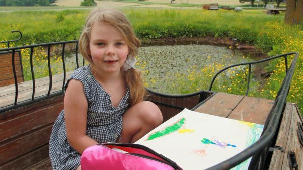 Nora malt ein Hexenbild. | Rechte: KiKA/Motion Works GmbH