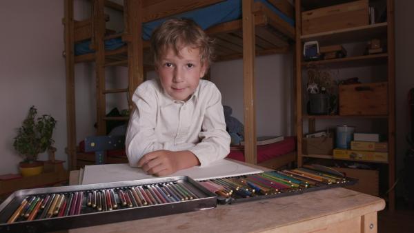 Josias malt ein Bild. | Rechte: KiKA/Motion Works GmbH