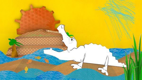 Das gebastelte Krokodil aus Papier von ENE MENE BU läuft durch den Sand. | Rechte: KiKA