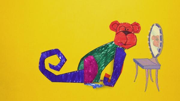 Ein bunter Steckaffe schaut sich im Spiegel an. Einige Affen können sich nämlich im Spiegel erkennen. | Rechte: KiKA