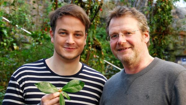 Felix (li.) und Prof. Dr. Matthias Ullricht (Mikrobiologe an der Jacobs University Bremen) | Rechte: KiKA/tvision GmbH