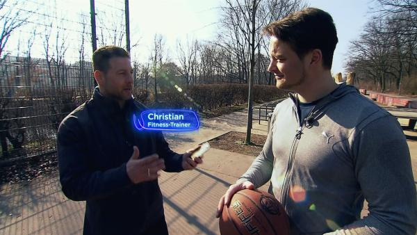 Felix mit seinem Fitnesstrainer Christian      | Rechte: KiKA/tvision GmbH