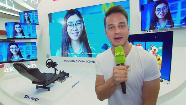 Felix war außerdem für euch auf der IFA in Berlin unterwegs und hat sich dort mal umgekuckt, was die aktuelle Fernsehtechnik schon kann. | Rechte: KiKA