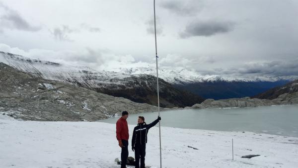 Sechs Meter verliert der Gletscher pro Jahr an Eis.  | Rechte: KiKA/tvision GmbH/P. Bertram