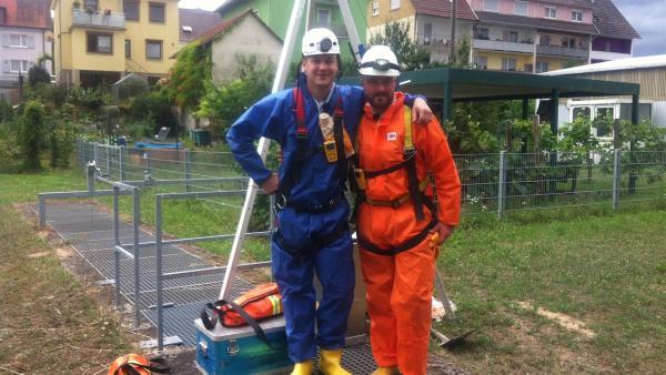 Felix mit Projektleiter Christian Bechler in der Kanalisation  | Rechte: KiKA/Andrea Ruppel/tvision GmbH
