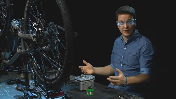 In Zukunft können Bauleute, Schneiderinnen, Bäcker und alle anderen Handwerker wahrhafte Superkräfte nutzen: schlaue Computerprogramme für die Planung oder clevere Datenbrillen für die Montage von Dingen. | Rechte: KiKA