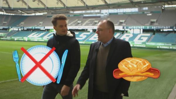 Im Stadion sollte auf Pappteller und Plastikbesteck verzichtet werden. | Rechte: KiKA