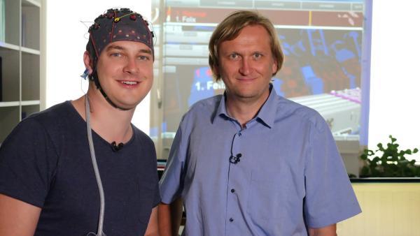 Felix mit Prof. Müller-Putz | Rechte: KiKA/tvision/Martin Beume