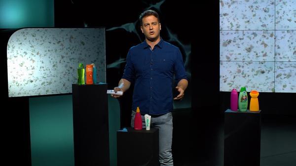 Plastik ist praktisch und nicht mehr wegzudenken aus unserem Alltag. Aber es schadet der Umwelt. Felix sucht nach plastefreien Alternativen. | Rechte: KiKA