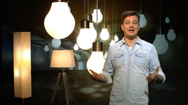 Ernergie soll aus erneuerbaren Quellen kommen. Aber die Sonne scheint ja z.B. nicht immer auf die Solarkraftwerke. Wie können wir Energie speichern? | Rechte: KiKA