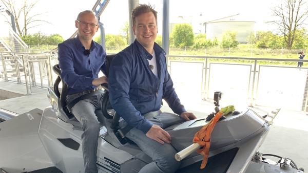 Felix mit dem Achterbahningenieur Torsten Schmidt | Rechte: KiKA/P.Bertram
