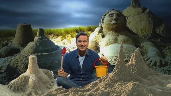 Felix beschäftigt sich mit dem kostbaren Rohstoff Sand. | Rechte: KiKA/tvison GmbH