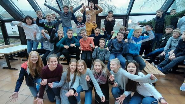 Die Schüler der Klasse 6a der Lahntalschule in Biedenkopf | Rechte: KiKA/Jacqueline Kupey