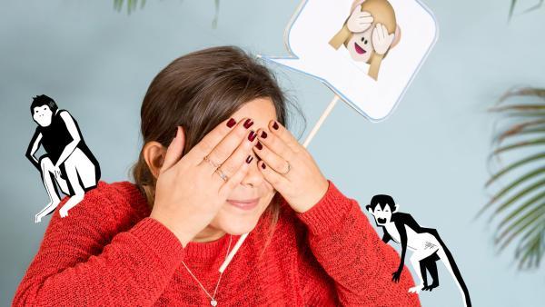 Anna macht das Äffchen-Emoji, welches sich die Augen zu hält, vor. | Rechte: BR/Text und Bild Medienproduktion GmbH & Co. KG
