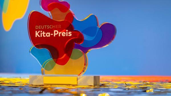 Deutscher Kita_Preis Trophäe | Rechte: DKJS F.Schmitt & A.Wendler