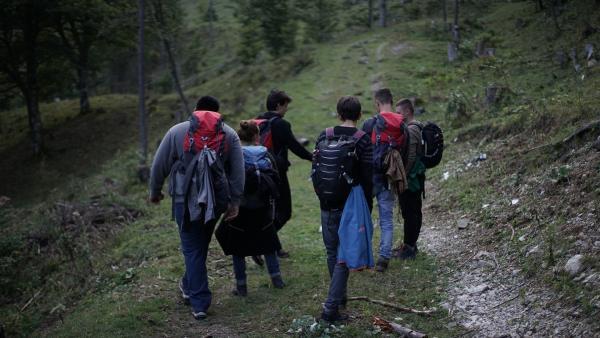Die Gruppe wandert zur Hütte | Rechte: BR/TV60Filmproduktion/Niklas Weise