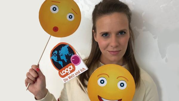 logo!-Moderatorin Linda mit Emojis | Rechte: ZDF