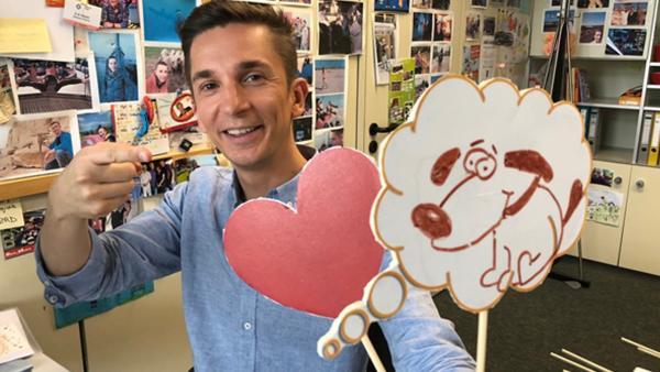 Eric und Hundeemoji und Herz | Rechte: ZDF