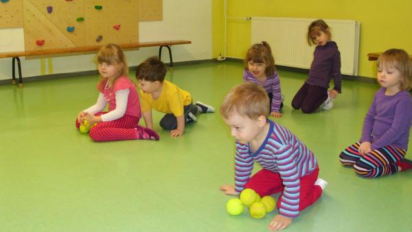 Kinder mit dem Ball | Rechte: KiKA