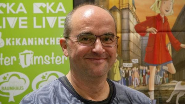 Der Filmemacher ist selber in der DDR aufgewachsen. Zu der Geschichte von Fritzi hat er einen ganz persönlichen Bezug. | Rechte: KiKA/Sebastian Titus Nimsdorf