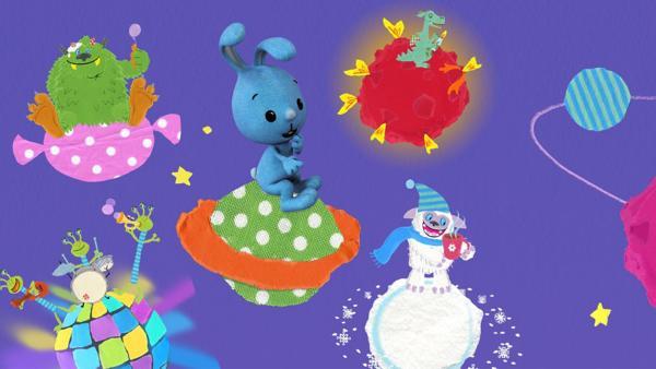 Das Bild zeigt Kikaninchen mit seinen Freunden im Weltall auf Planeten. | Rechte: KiKA, Franziska Spanger