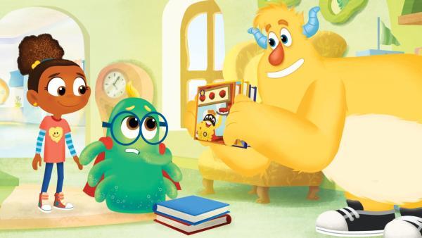 Roy versucht, Simon von einem  anderen  Buch zu überzeugen.   Rechte: KiKA/Nelvana