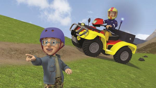 Norman zeigt Feuerwehrmann Sam, wo er Sarah findet. | Rechte: KiKA/2011 Prism Art & Design Limited