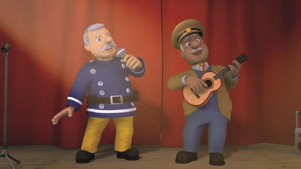 Hauptfeuerwehrmann Steele und Trevor begeistern das Publikum.   Rechte: KiKA/2011 Prism Art & Design Limited