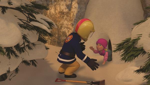 Feuerwehrmann Sam kann die Kinder und Moose aus der Höhle retten. | Rechte: KiKA/2011 Prism Art & Design Limited