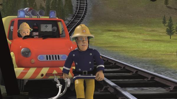 Zusammen mit Penny versucht Feuerwehrmann Sam das Feuer zu löschen. | Rechte: KiKA/2011 Prism Art & Design Limited