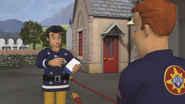 Elvis und Feuerwehrmann Sam arbeiten zusammen auf der Feuerwache.   Rechte: KiKA/2011 Prism Art & Design Limited