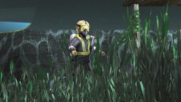 Penny sucht unter Wasser nach dem Monster.   Rechte: KiKA/2011 Prism Art & Design Limited
