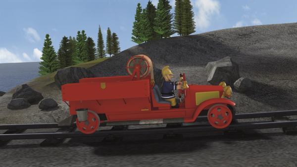 Hauptfeuerwehrmann Steele kommt auf seinem Löschfahrzeug Bessie zur Hilfe. | Rechte: KiKA/2011 Prism Art & Design Limited