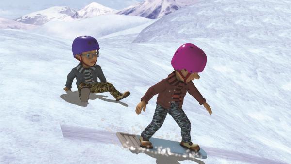 Norman und Derek fahren auf Dilys Bügelbrett Snowboard. | Rechte: KiKA/2011 Prism Art & Design Limited
