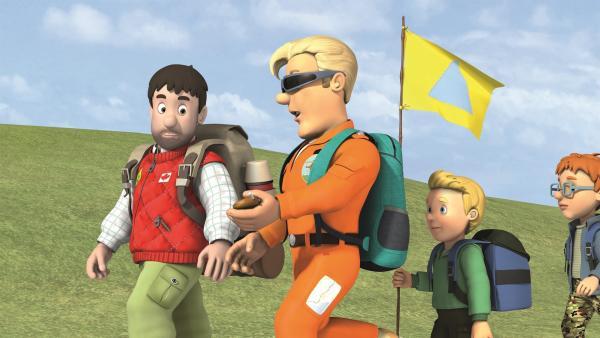 Moose und Tom steigen mit den Kindern auf den Pontypandy-Berg. | Rechte: KiKA/2011 Prism Art & Design Limited