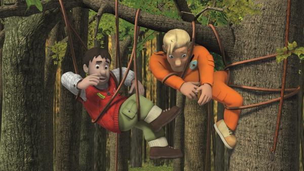 Moose und Tom haben sich in den Seilen verheddert. | Rechte: KiKA/2011 Prism Art & Design Limited