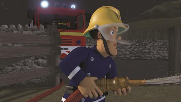 Feuerwehrmann Sam kann die Scheune löschen. | Rechte: KiKA/2011 Prism Art & Design Limited