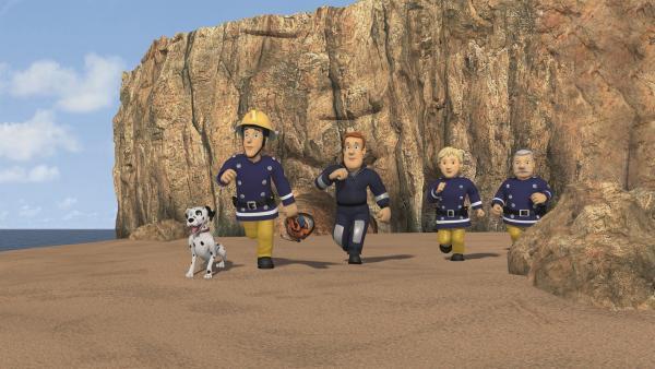 Die Feuerwehrmänner, Penny und Schnuffi machen sich auf die Suche nach der kleinen Lily. | Rechte: KiKA/2011 Prism Art & Design Limited